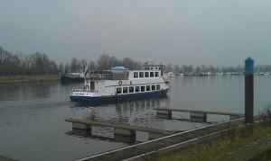 Flussbestattung auf der Maas Schiff