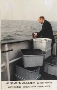 Asverstrooien-op-zee-in-stilte-Aqua-Omega-historisch