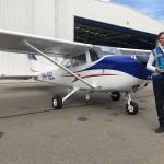 Uitvaartleider-Aqua-Omega-met-strooibus-voor-het-vliegtuig-vlak-voor-vertrek