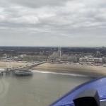 Foto-in-de-bocht-ter-hoogte-van-de-pier-gemaakt-na-deze-manoeuvre-vliegen-we-naar-zee-om-een-mooie-plek-uit-te-zoeken-voor-de-asverstrooiing